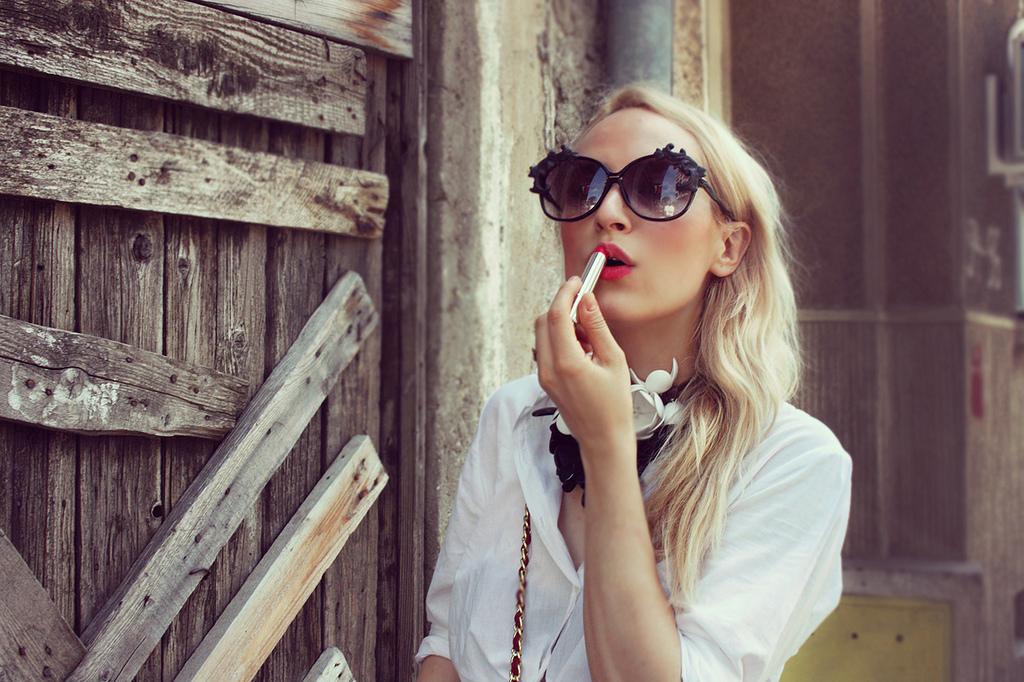 alina tanasa wearing dior lipstick