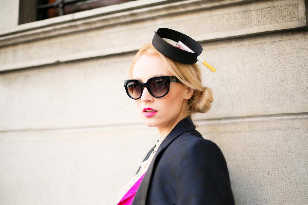 Milan Fashion week cu Alina Tanasa consultant moda ce poarta palarie Kristina Dragomir si ochelari Prada de soare Optiblu