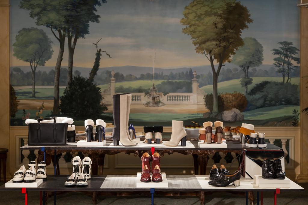 Pantofi cu toc si sandale Pollini. Fashion consultant at Paris Fashion Week 2014.