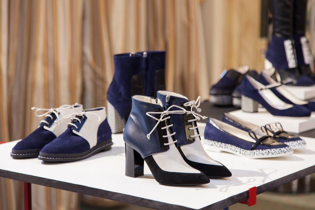 Pantofi Pollini albi albastri cu toc, balerini si ghete cu toc Pollini by Nicholas Kirkwood
