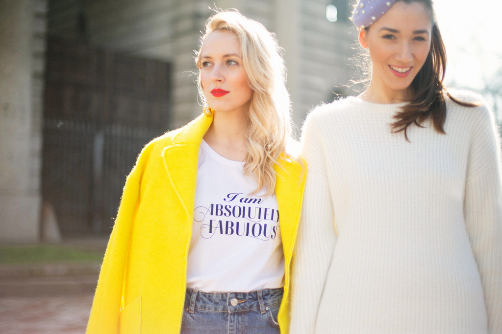 Sfaturi de moda la saptamana de moda de la Milan. Alina Tanasa si Diana Enciu poarta cercei Escada si pulover crem H&M