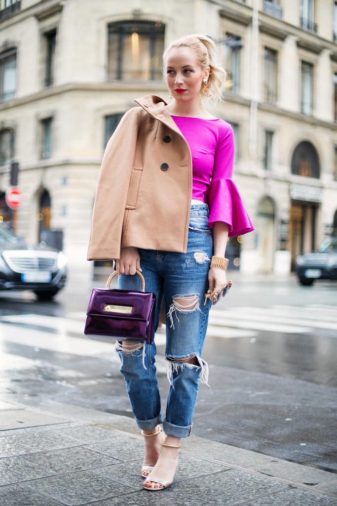 Alina Tanasa la paris fashion week 2014 imbracata cu haina camel Stefanel, bluza Nicole Enea, bratara Stella Vallle, pantaloni Zara, ochelari de soare Moo si sandale Pollini