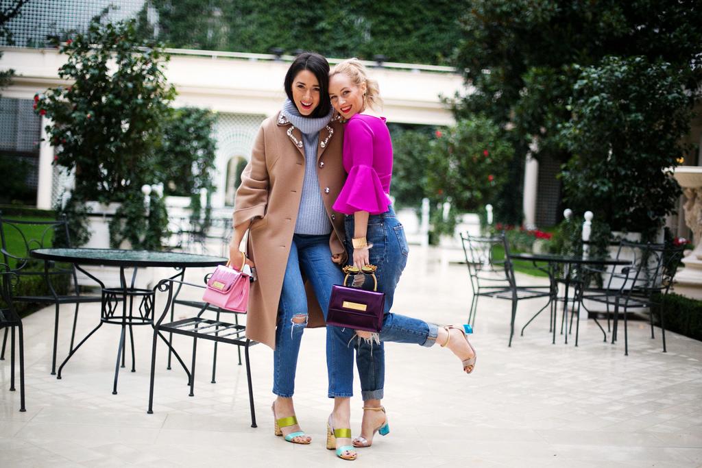 Street style fashion tips in paris fashion week 2014 cu Alina Tanasa si Diana Enciu ce poarta haina camel Eugenia Enciu, Sandale Pollini cu geanta Allaroundeve, pantaloni Asos, pulover Zara, ochelari de soare Prada Optiblu, haina camelStefanel cu bluza Nicole Enea, bratara Stella Vallle, pantaloni Zara si ochelari de soare Moo