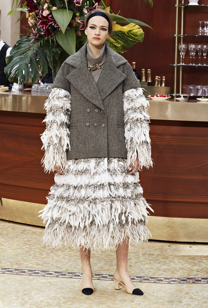 CHANEL_Fall-Winter_2015-2016 Ready-to-Wear_collection_fabulous_muses_2015 trends_chanel_brasserie (12)