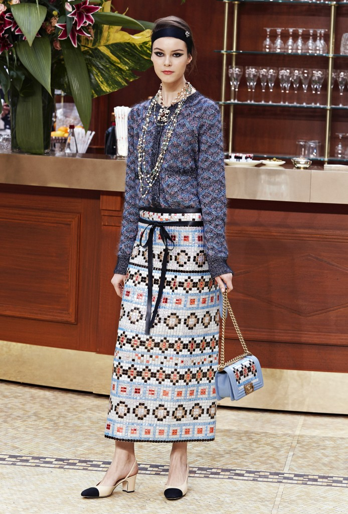 CHANEL_Fall-Winter_2015-2016 Ready-to-Wear_collection_fabulous_muses_2015 trends_chanel_brasserie (13)