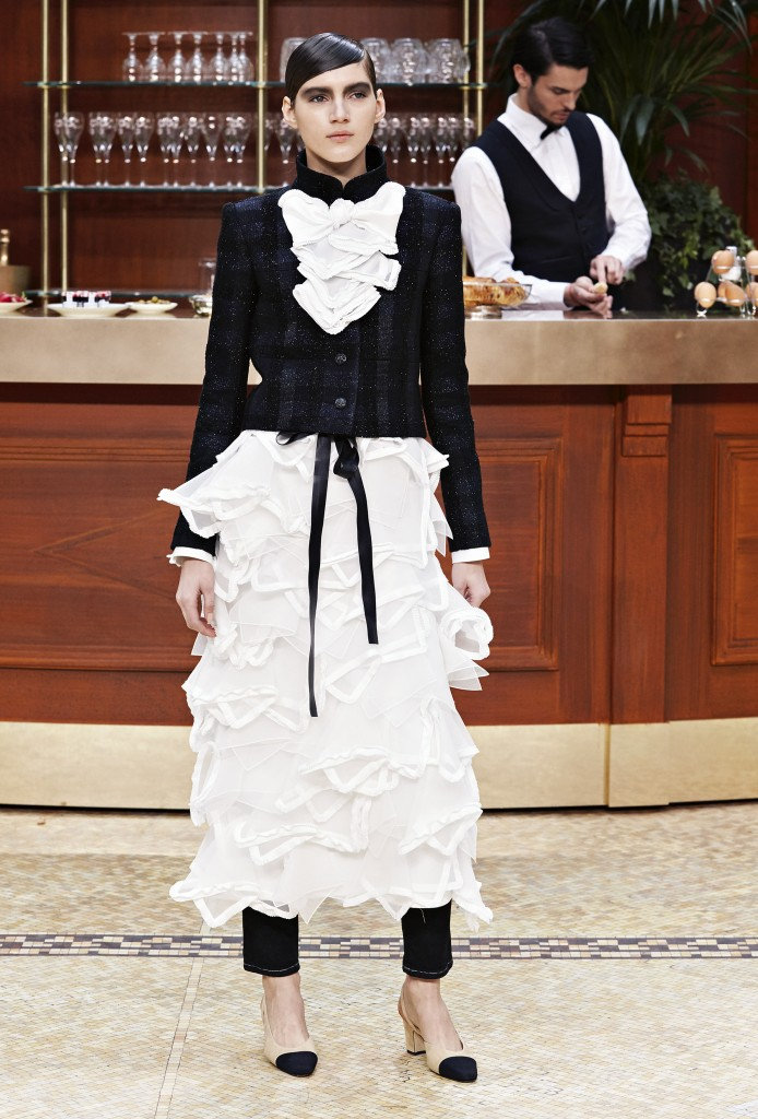 CHANEL_Fall-Winter_2015-2016 Ready-to-Wear_collection_fabulous_muses_2015 trends_chanel_brasserie (14)