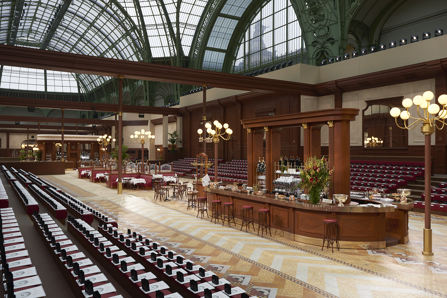 CHANEL_Fall-Winter_2015-2016 Ready-to-Wear_collection_fabulous_muses_2015 trends_chanel_brasserie (1)