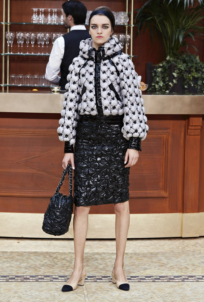 CHANEL_Fall-Winter_2015-2016 Ready-to-Wear_collection_fabulous_muses_2015 trends_chanel_brasserie (2)