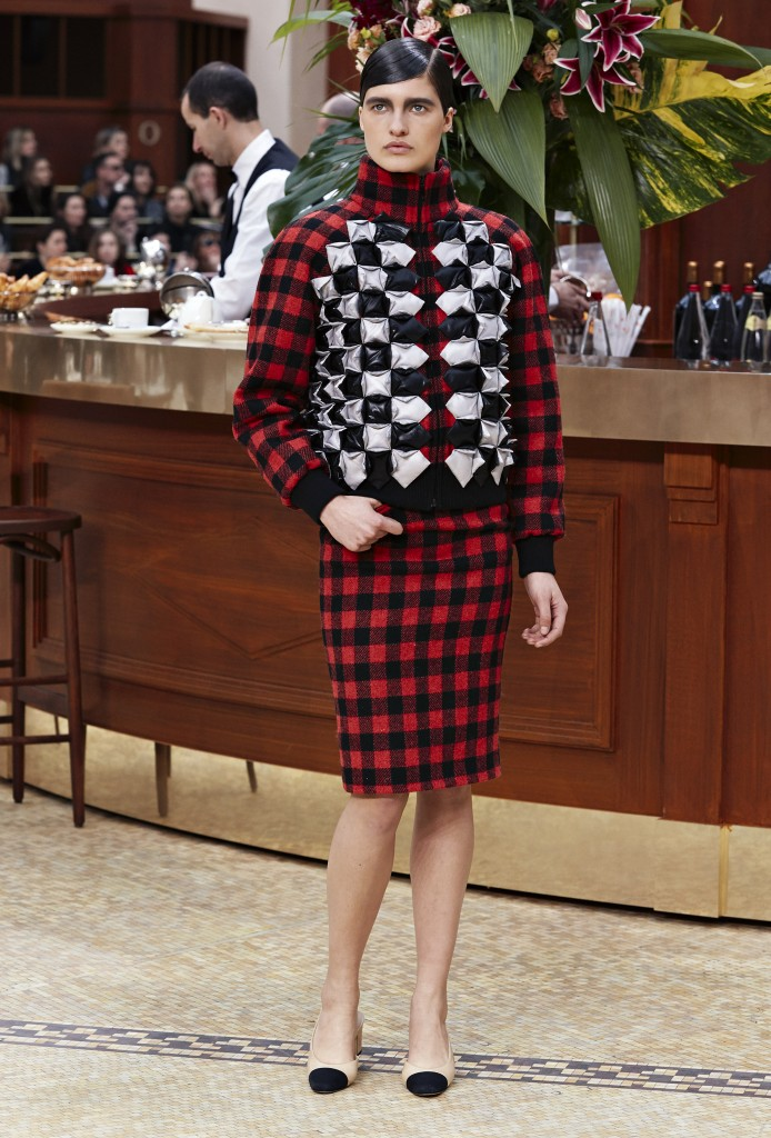 CHANEL_Fall-Winter_2015-2016 Ready-to-Wear_collection_fabulous_muses_2015 trends_chanel_brasserie (3)