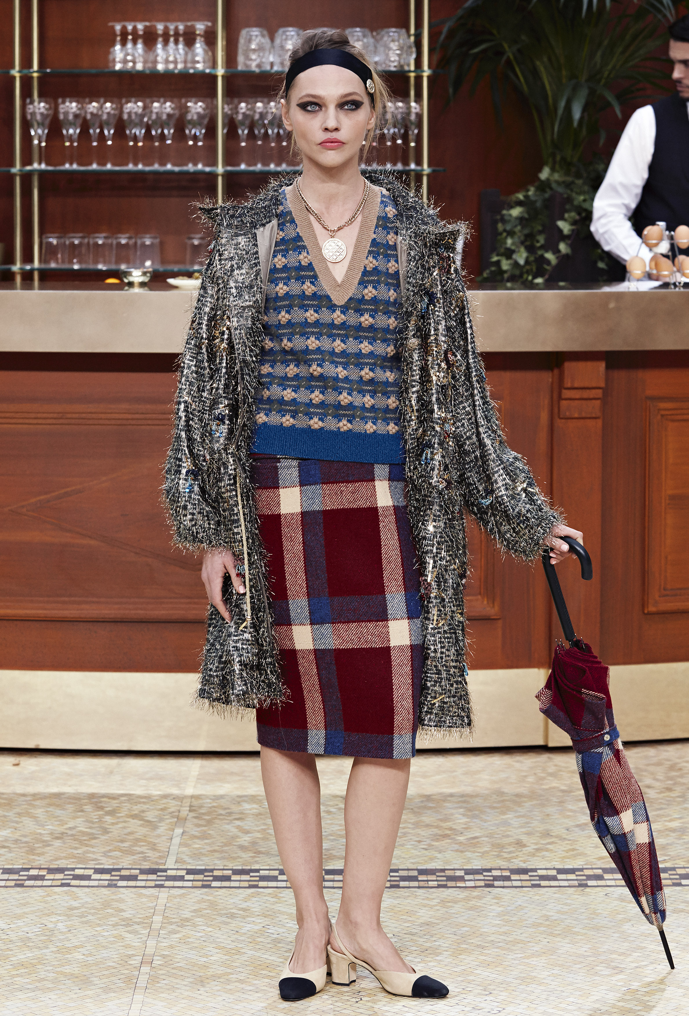 54c008131d0 CHANEL Fall-Winter 2015-2016 Ready-to-Wear collection fabulous muses 2015  trends chanel brasserie (4) ...