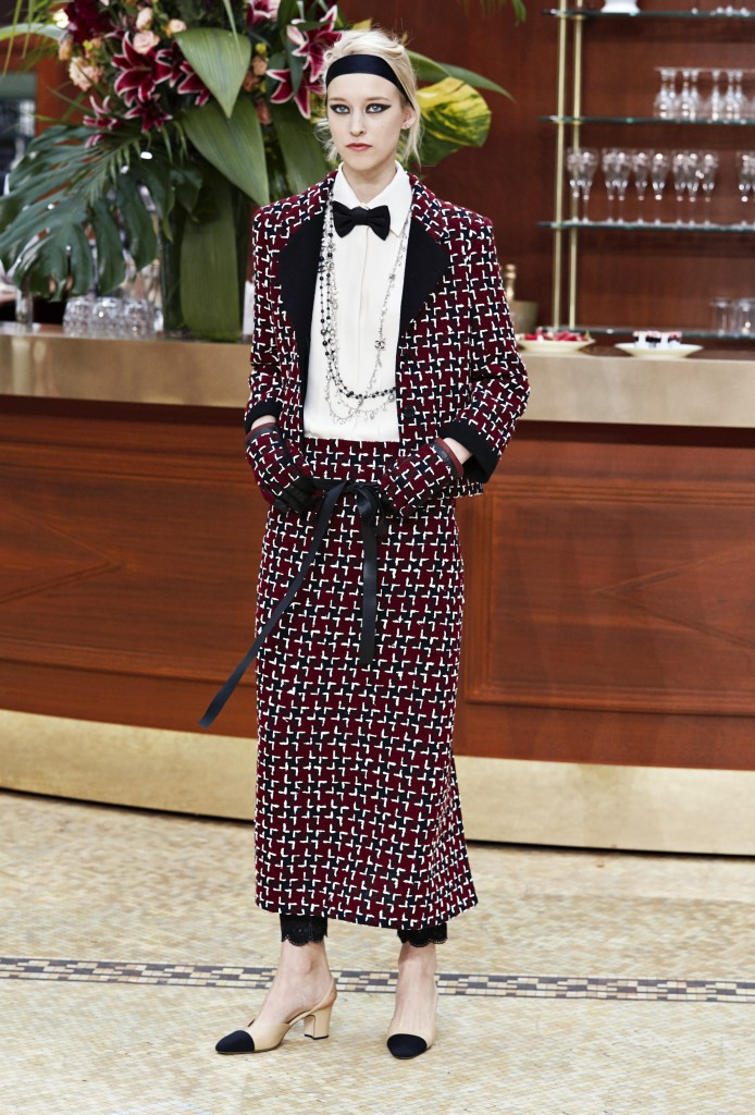 CHANEL_Fall-Winter_2015-2016 Ready-to-Wear_collection_fabulous_muses_2015 trends_chanel_brasserie (8)