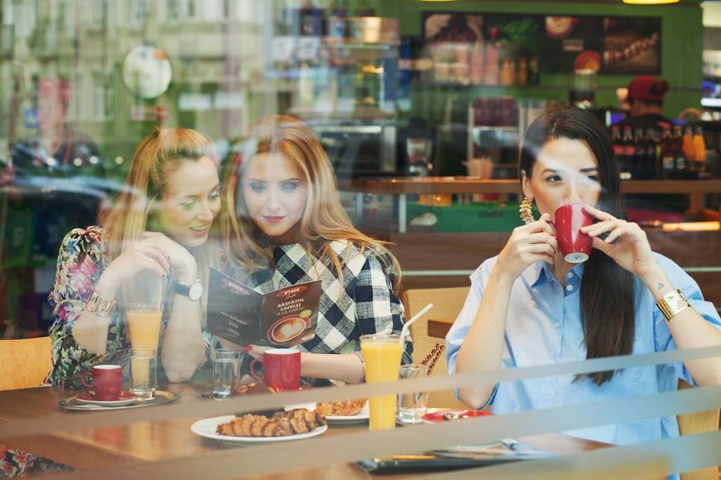fabulousmuses si alina sorescu_la cafea_cafea viva_omv_diana enciu_alina tanasa (5)