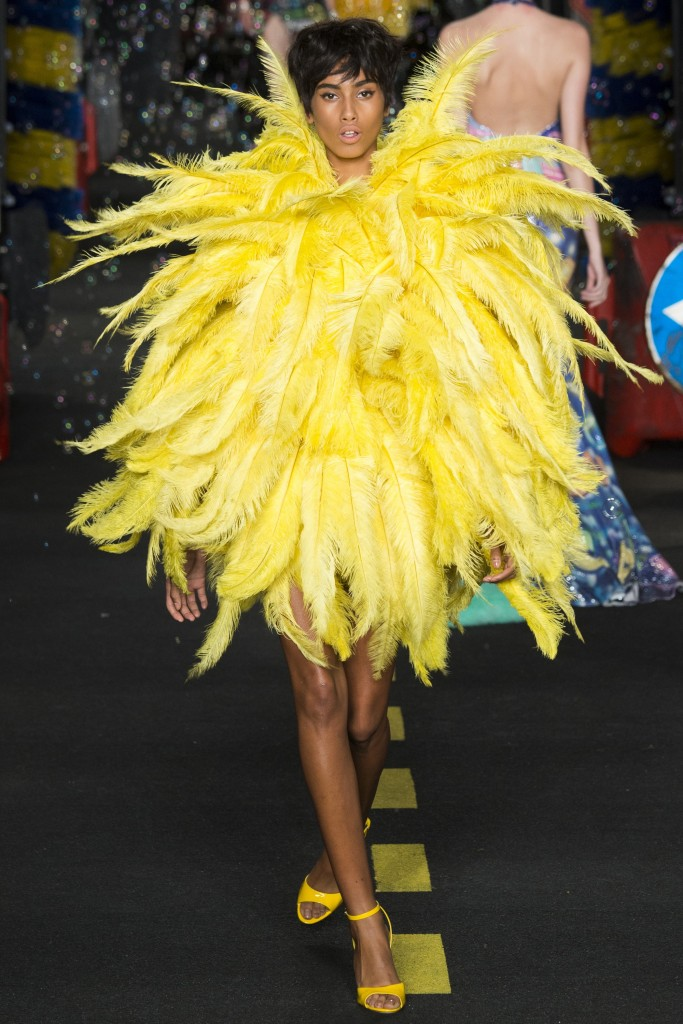moschino ss2016-milan fashion week ss2016 - trends ss2016-feather trend