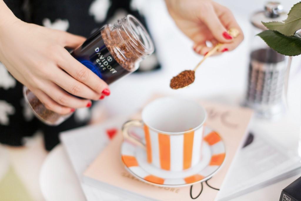 6Davidoff coffee_morning habits_fabulous_muses_diana_enciu_Alina_tanasa_ermanno_scervino_look