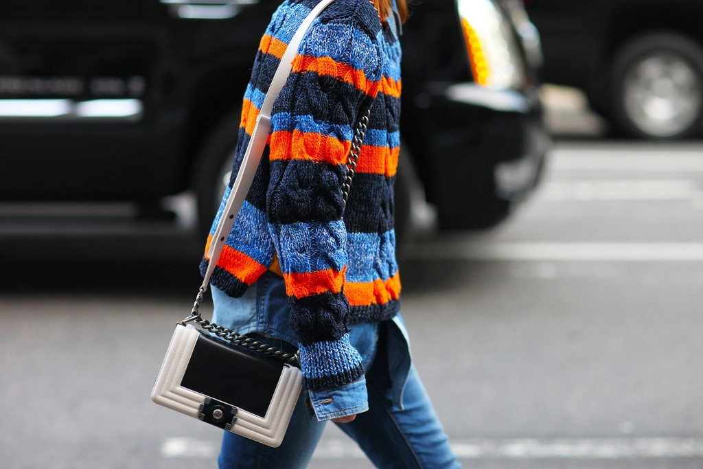 tommy-hilfigre-sweater-and-chanel-bag-phil-oh-chunckt-knits-knits-trend-best-winter-trends