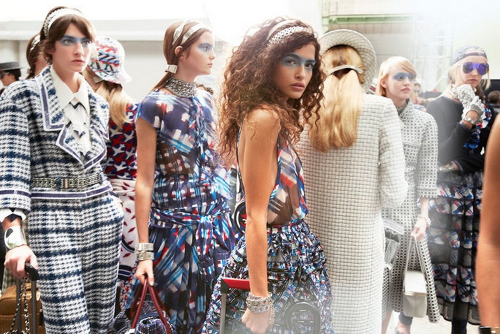Backstage-at-the-Chanel-Spring-Summer-2016-Show-4