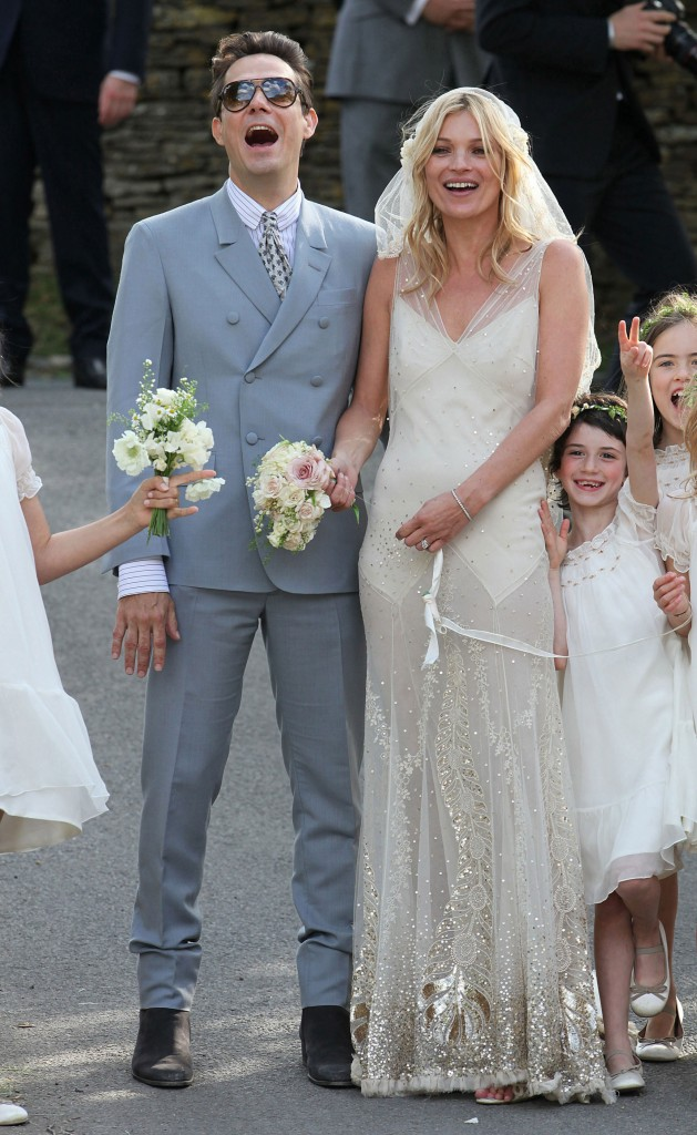 Kate-Moss-Jamie-Hince-Wedding-Pictures-Kate-Moss-Galliano-Wedding-Dress