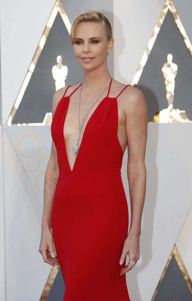 charlize-theronr- oscar-best-dressed-best-oscar-dress-fabulous-muses