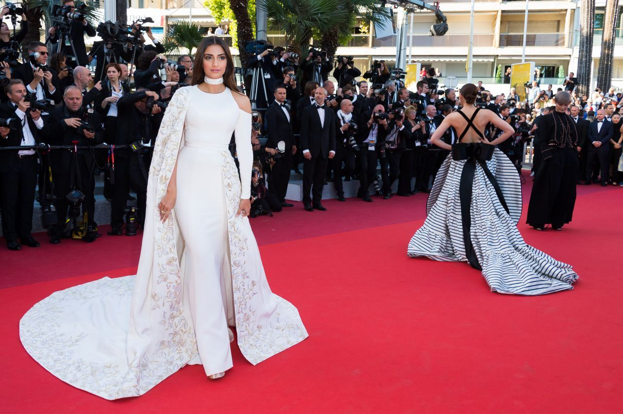1463434171_621_Sonam-Kapoor-–-'Mal-De-Pierres'-Premiere-at-Cannes-Film-Festival-5152016