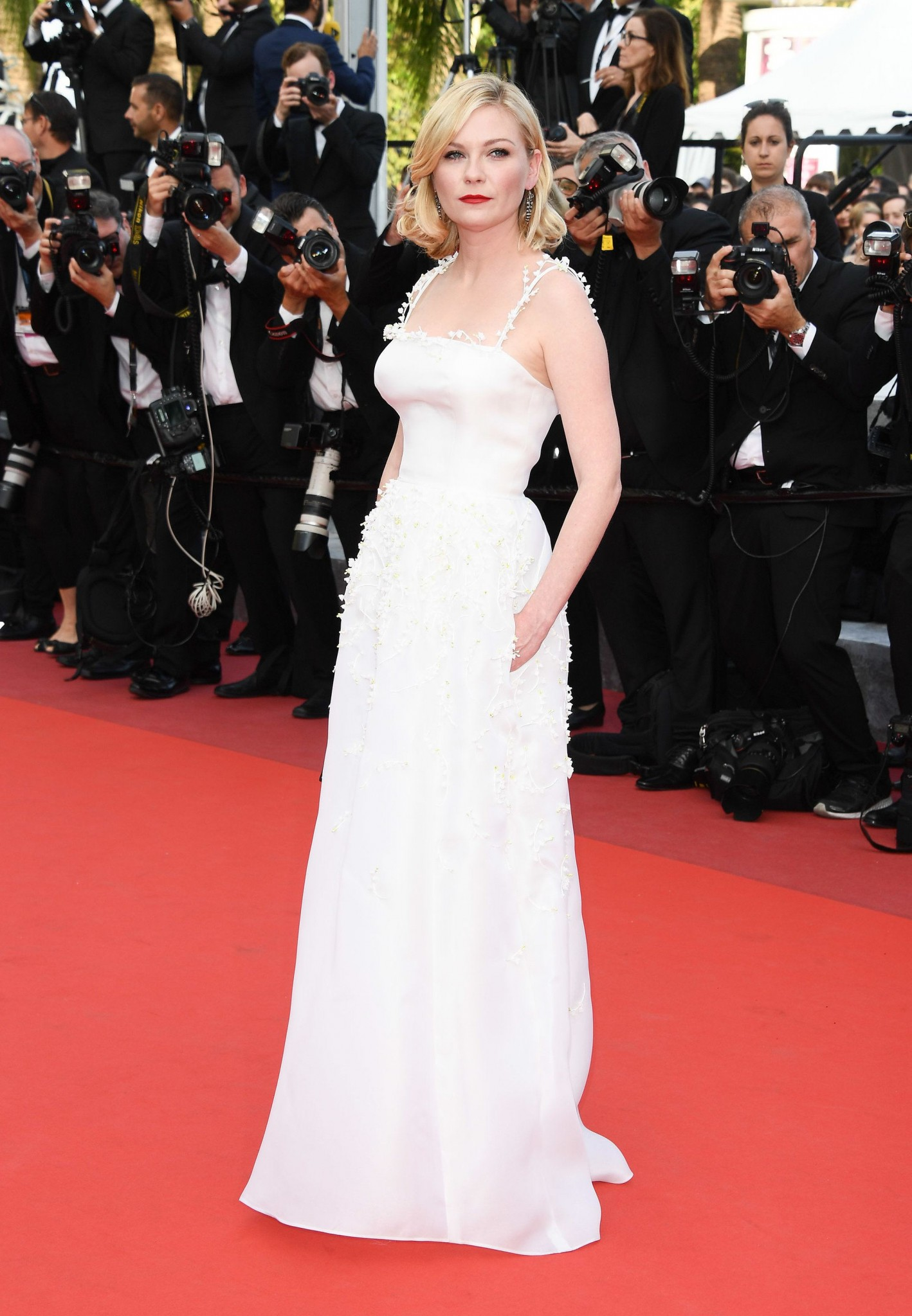 Kirsten-Dunst-in-Dior-Haute-Couture-best-dressed-cannes-2016