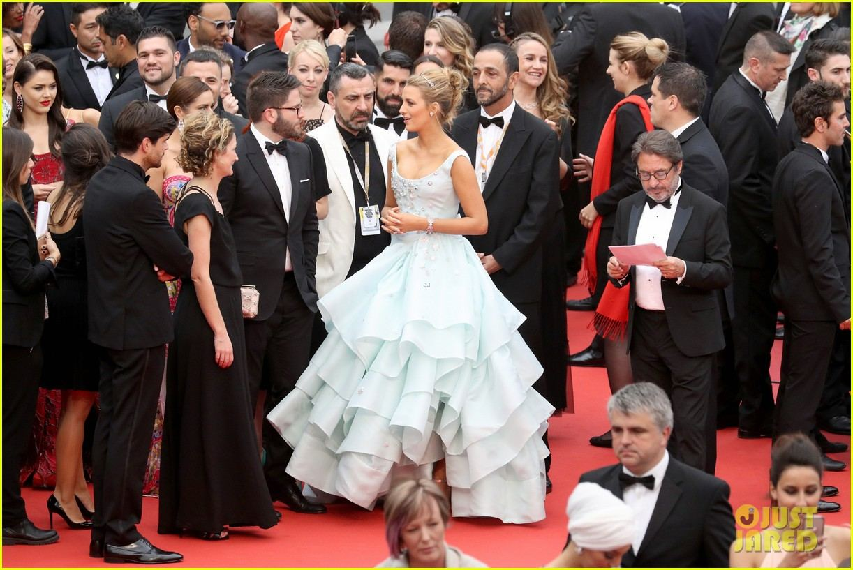 pregnant-blake-lively-looks-like-a-princess-in-this-ball-gown-06