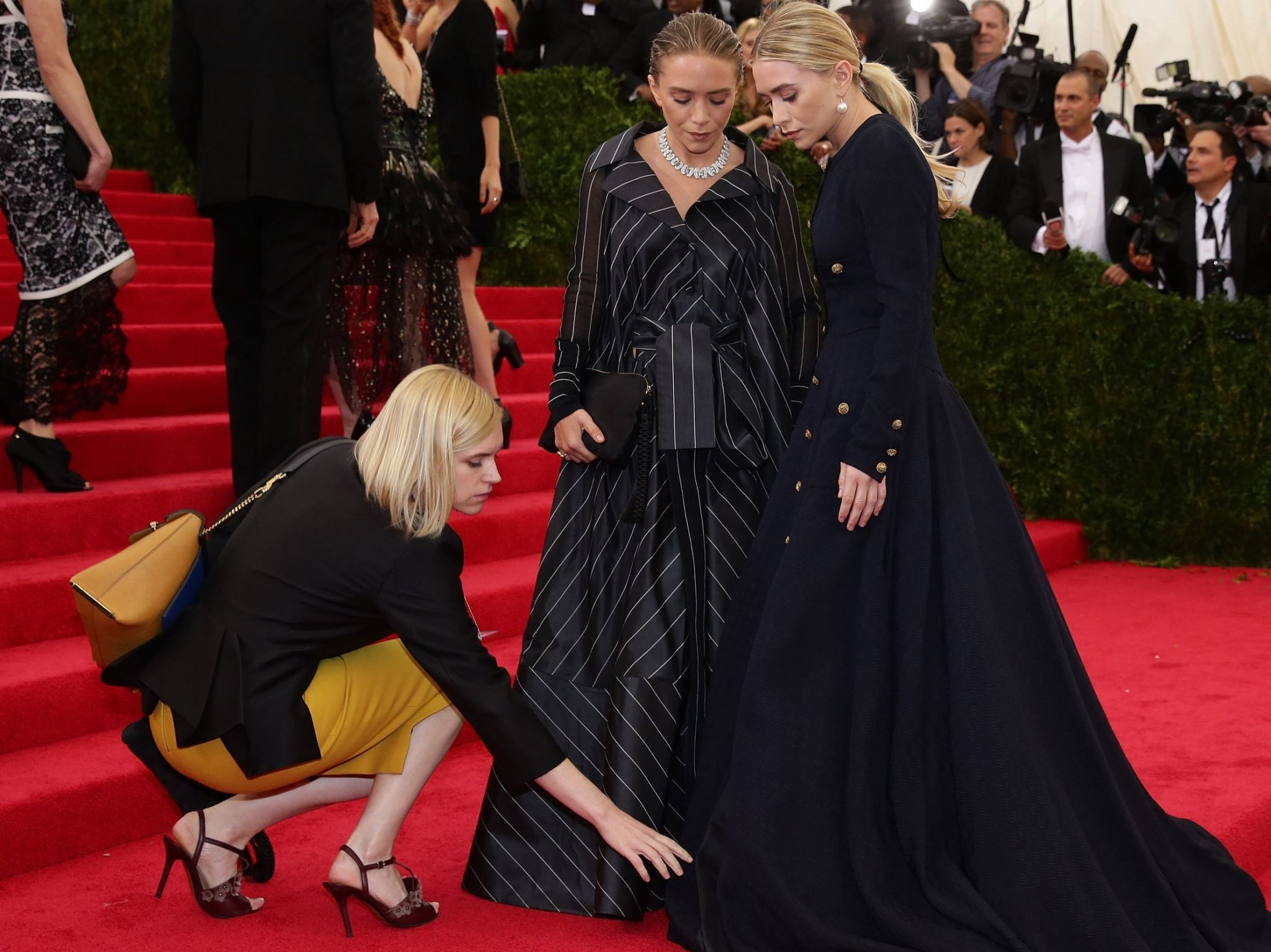 the-olsen-twins-are-being-sued-by-an-intern-accusing-their-company-of-overworking-interns-without-pay