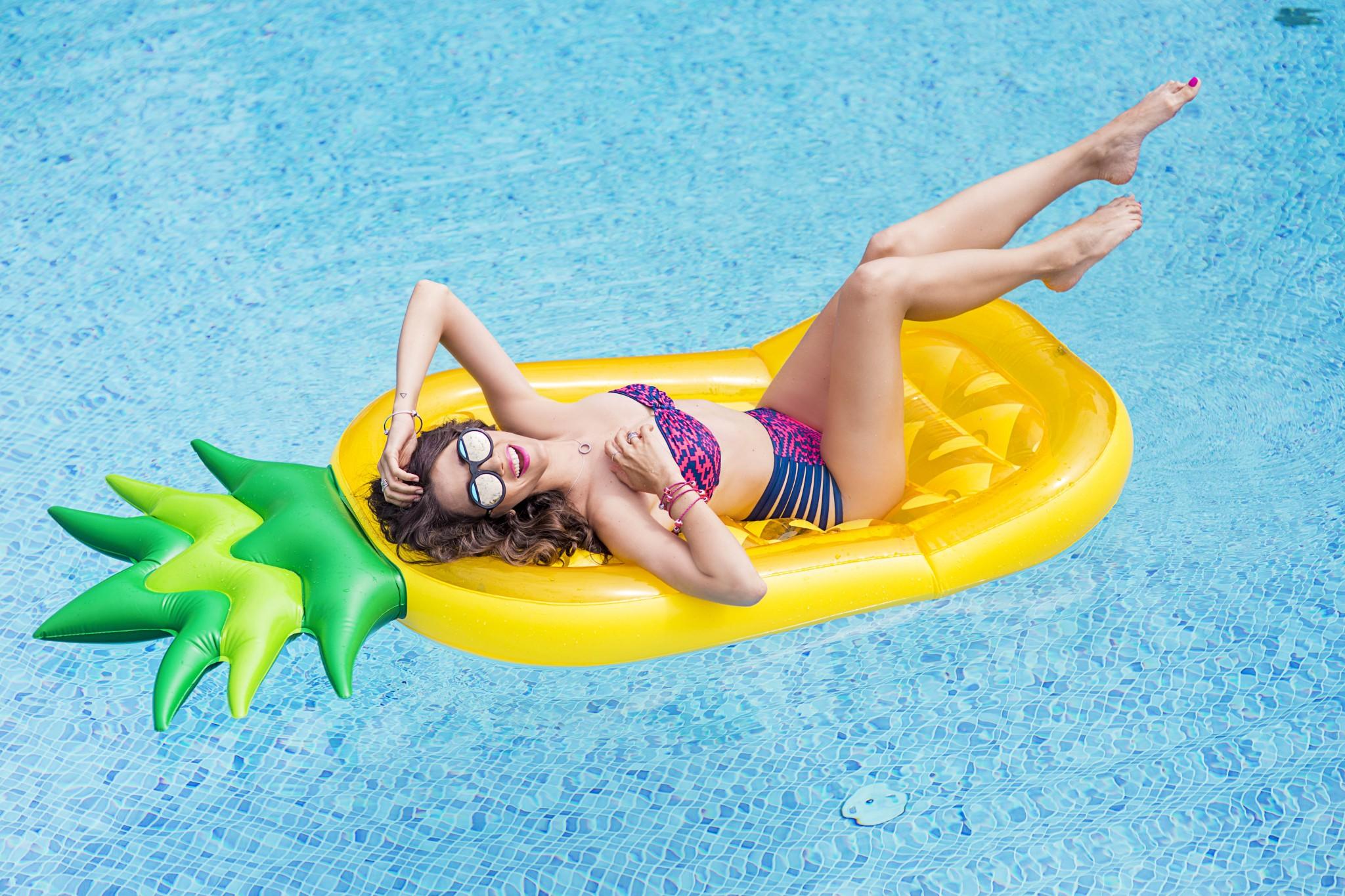 13fabulous_muses_pandora_summer2016_collection_youniverse_piscina