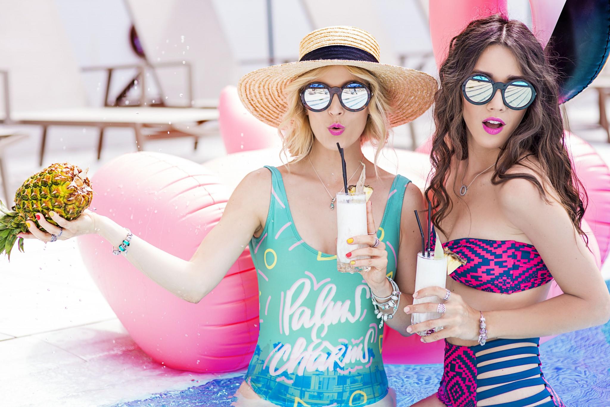 14fabulous_muses_pandora_summer2016_collection_youniverse_piscina