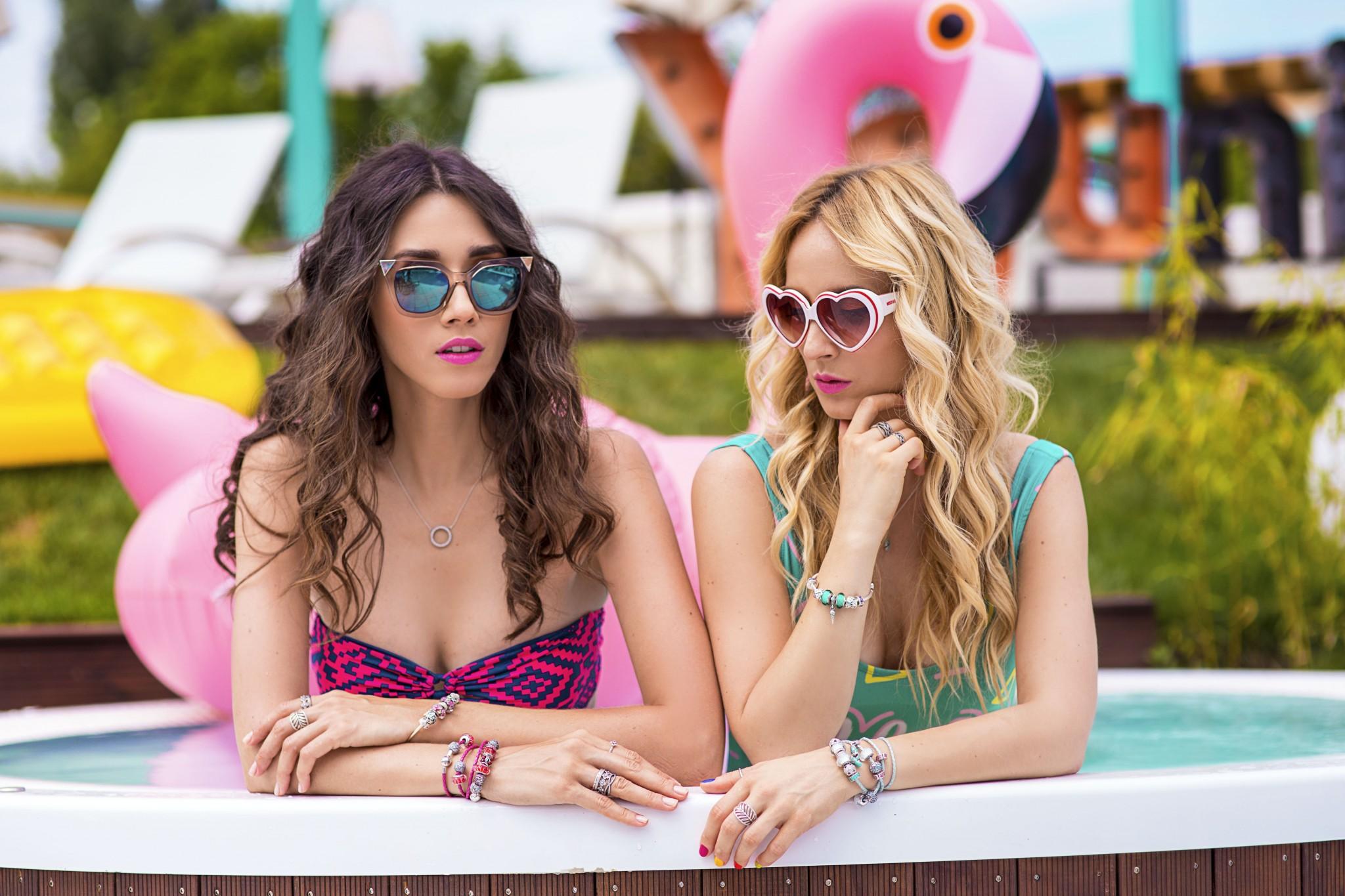 8fabulous_muses_pandora_summer2016_collection_youniverse_piscina