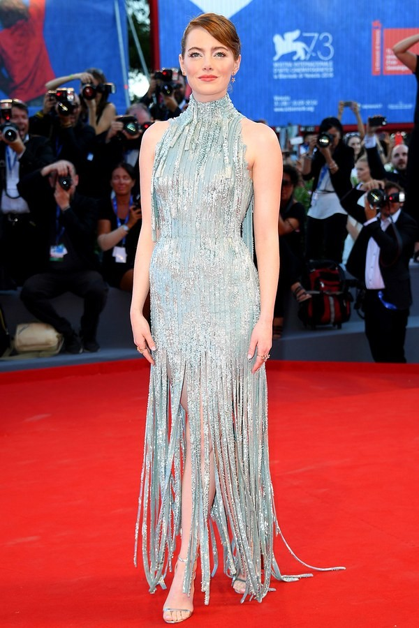 emma_stone_venice-film-festival-2016-in_atelier_versace_fabulous_muses