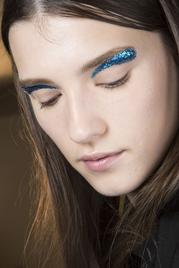 fabulous_muses_shiny_eyes_-giambattista_valli_fall_winter-2016