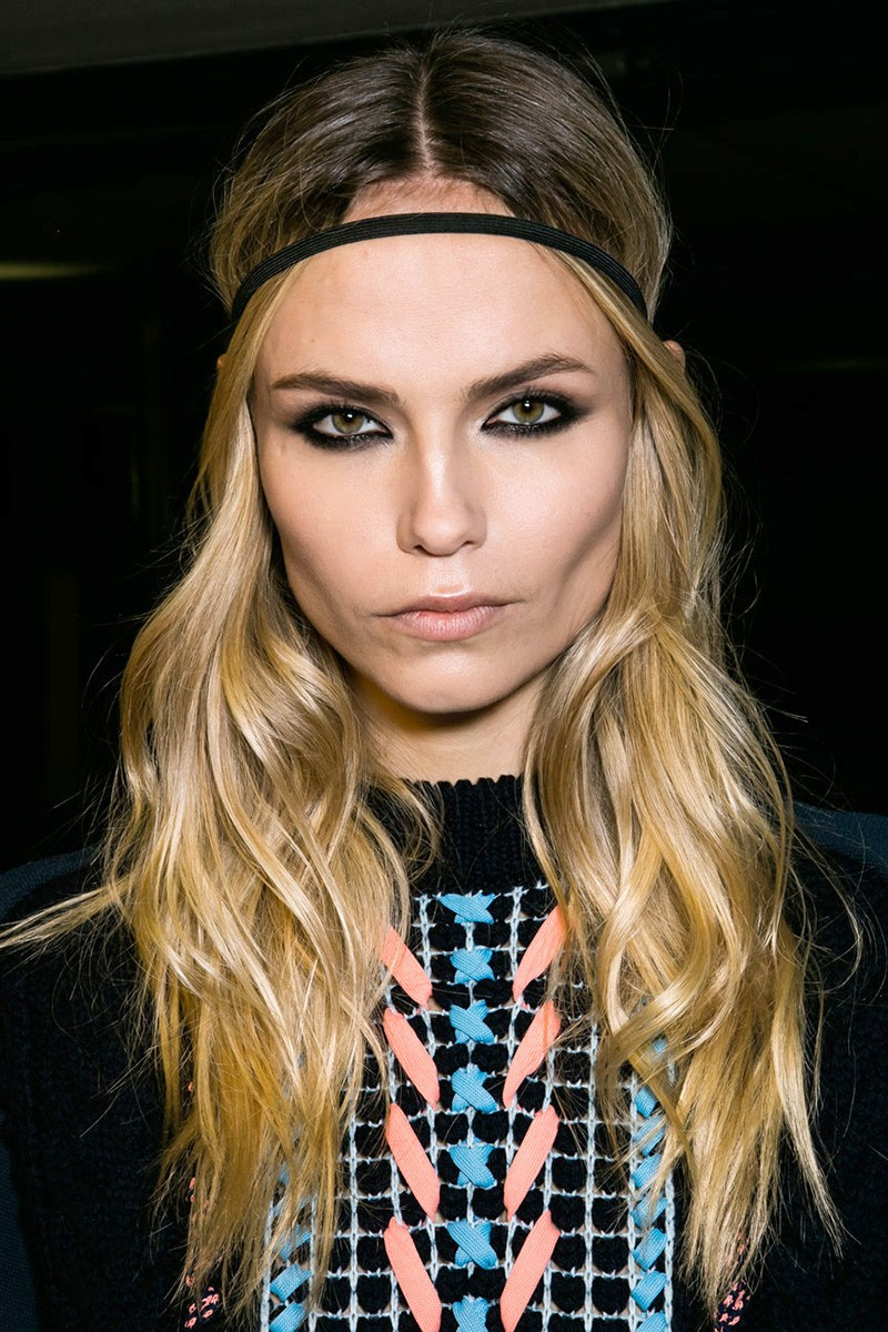 wavy-hairstyle-at-versace