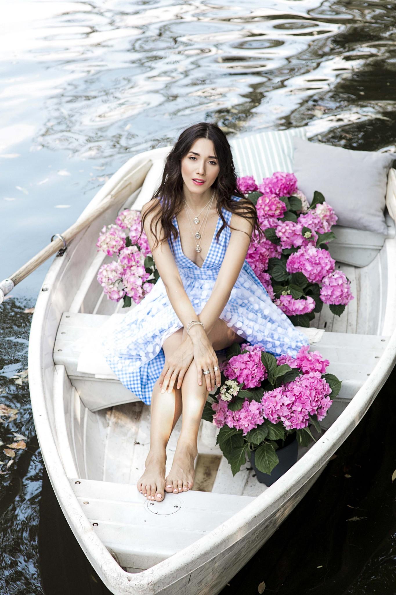 7pandora-the-look-of-you-diana-enciu-alina-tanasa-fabulous-muses-lace-trend