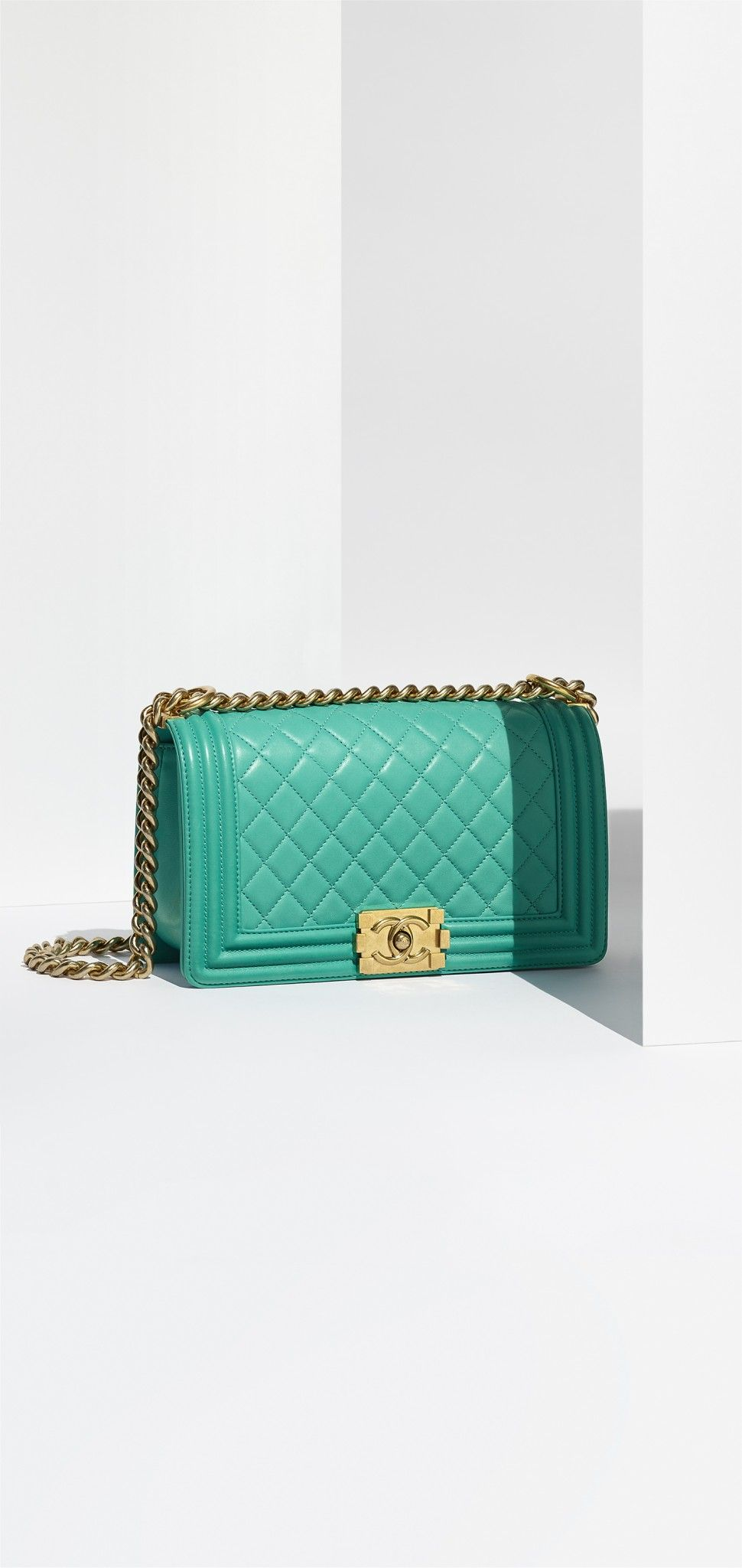 02_turquoise-leather-boy-chanel-bag-a67086-y09939-3b222_1_ld