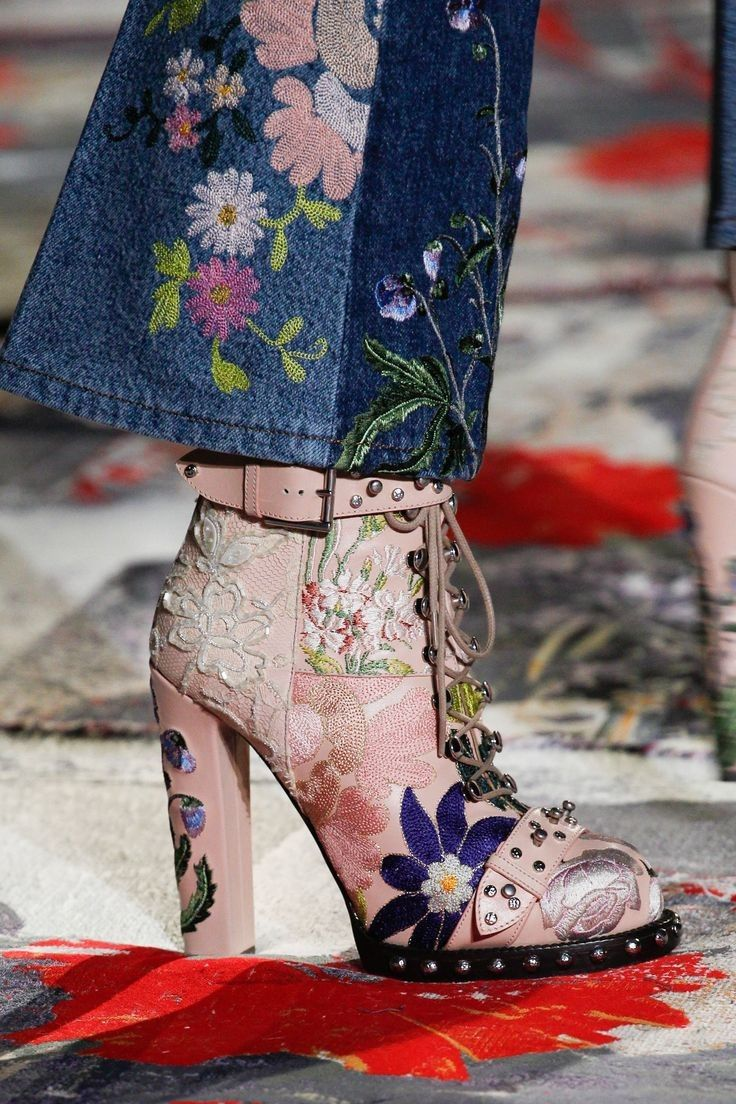 2_embrodery_alexander_mcqueen_5_shoes_of_2017_fabulous_muses