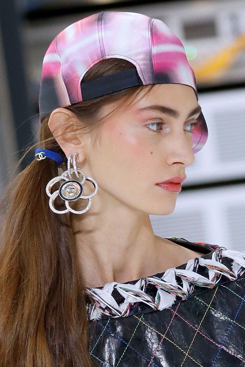 2_the_80_look_chanel_top_5_beauty_trends_ss_2017_fabulous_muses_2