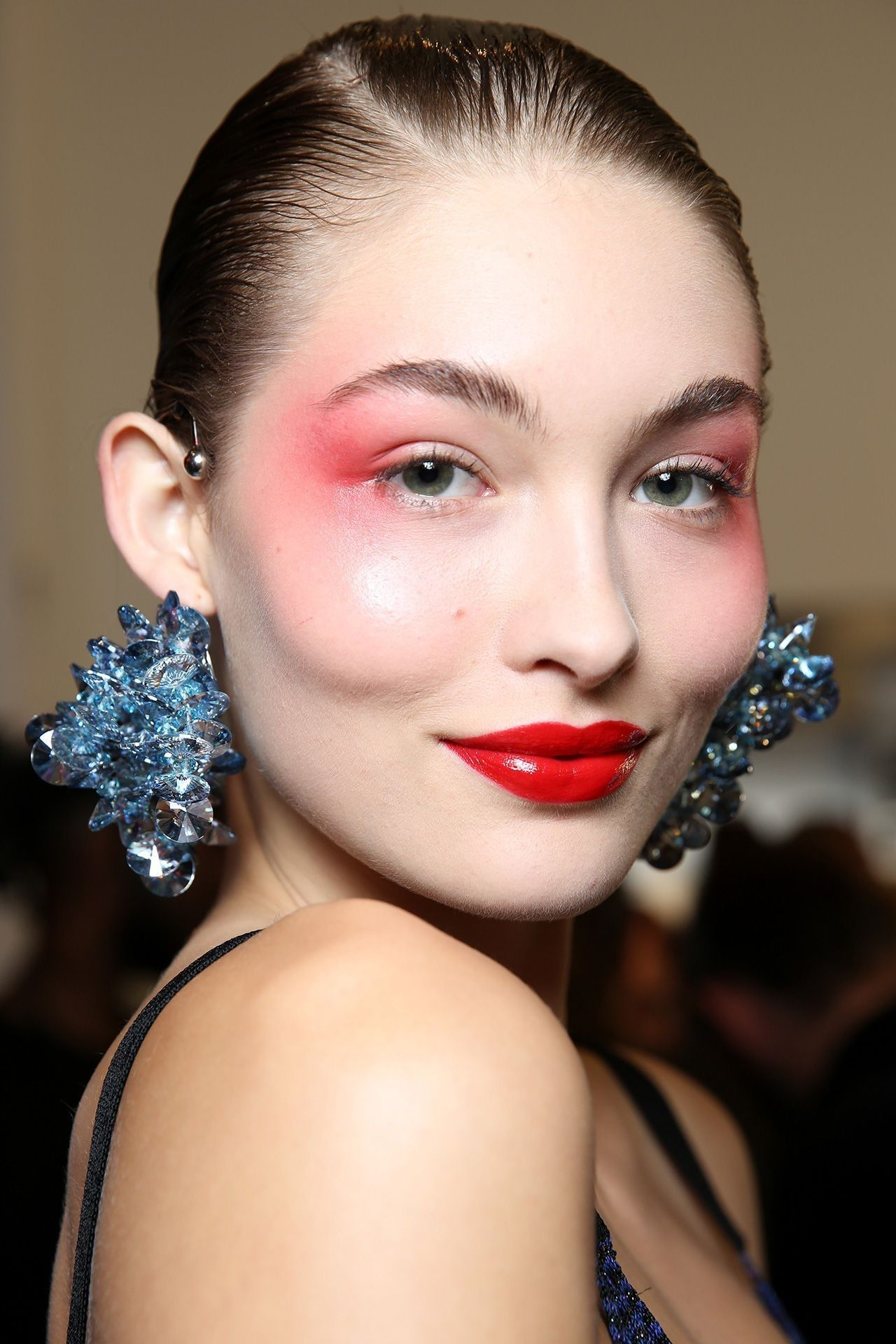2_the_80_look_kenzo_top_5_beauty_trends_ss_2017_fabulous_muses_2