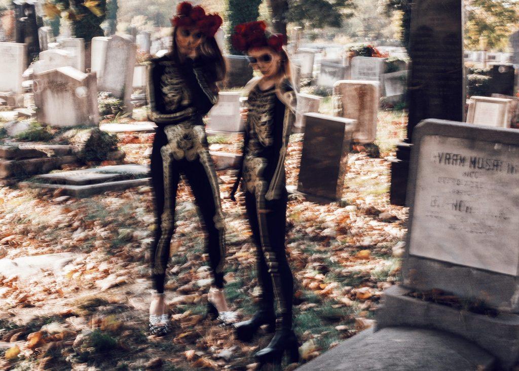 Halloween_outfits_tinute_de_halloween_Fabulous_Muses_Diana_Enciu_Alina_Tanasa