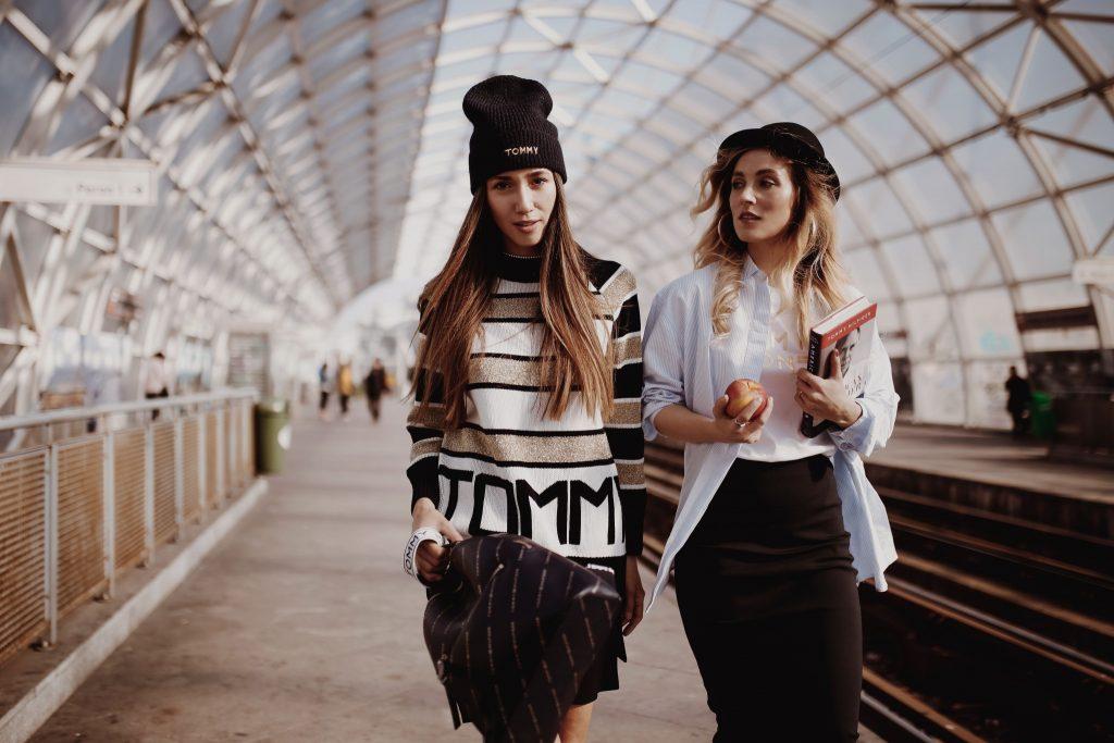 Fabulous Muses, Diana Enciu si Alina Tanasa prezinta Tommy Icons